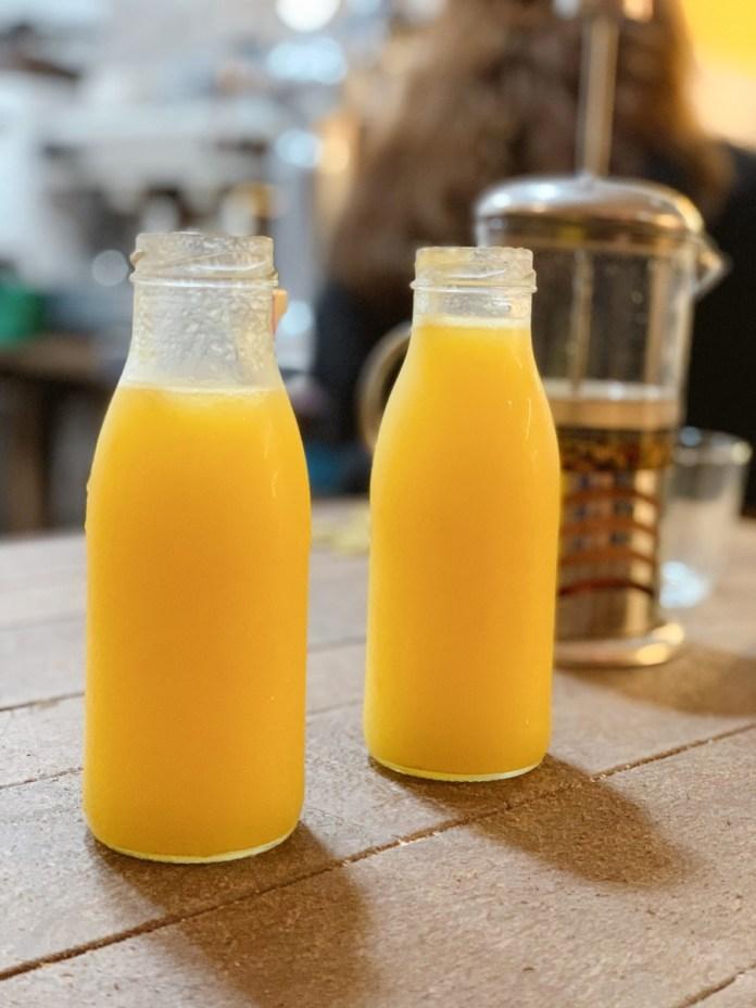 Botellas zumo desayuno Tudela Colmado