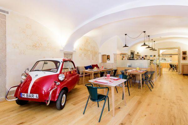 Alojamiento Europa Marthinal Chiado Lisboa cafetería