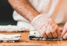 Cocinero preparando comida comer en casa