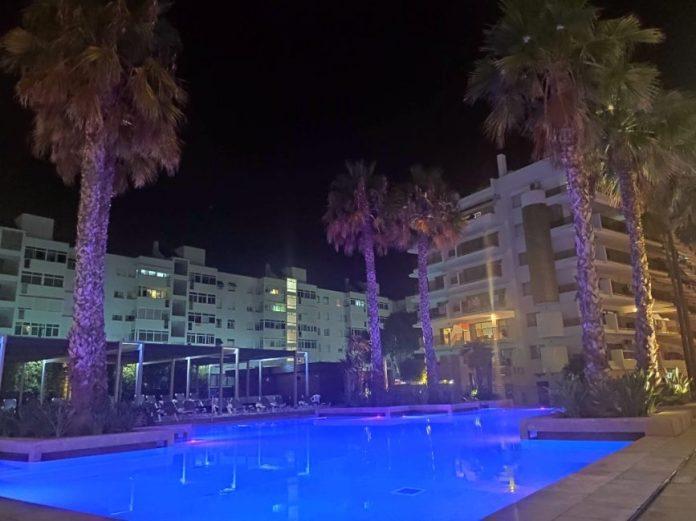 Blaumar Hotel familiar piscina noche