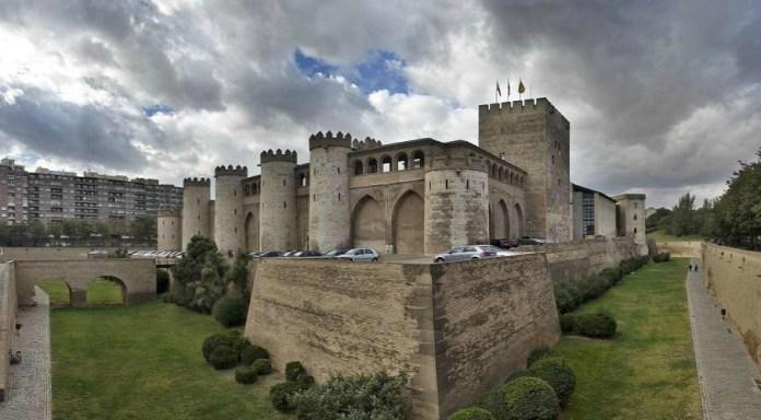 Un castillo, con su foso y todo. Y torres, jardines, altos muros...