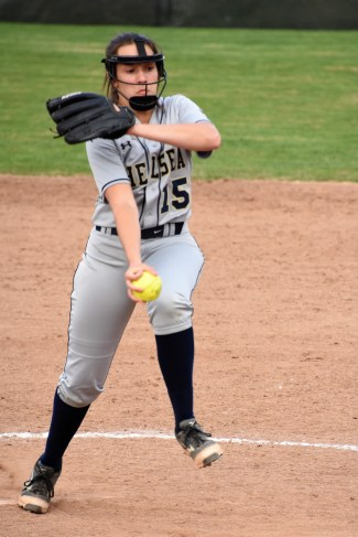 Sophomore Maddie Kemp on the mound for the Bulldogs