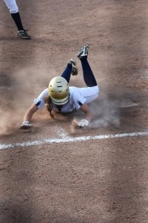 Sydney Hines steals home