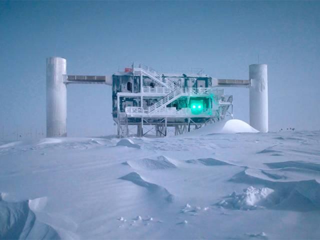 IceCube observatory in Antarktica - Photo: Emanuel Jacobi/NSF