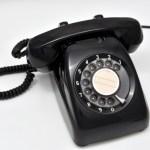 固定電話あるあるランキング!会話を聞かれて恥ずかしかった?