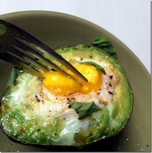 Baked Egg in an Avocado _7