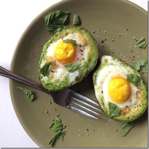 Baked Egg in an Avocado _4