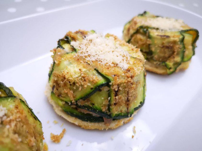 Tortino di zucchine con mortadella e provola su base croccante