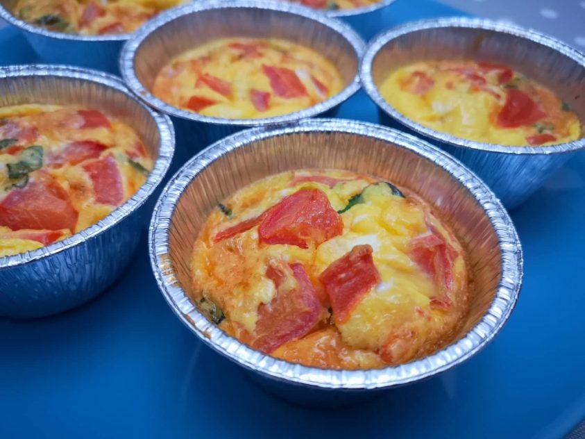 Muffins di frittata con pomodoro e menta