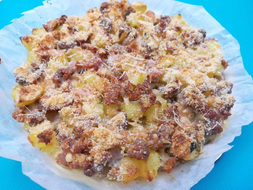 Sbriciolata di patate salsiccia e provola