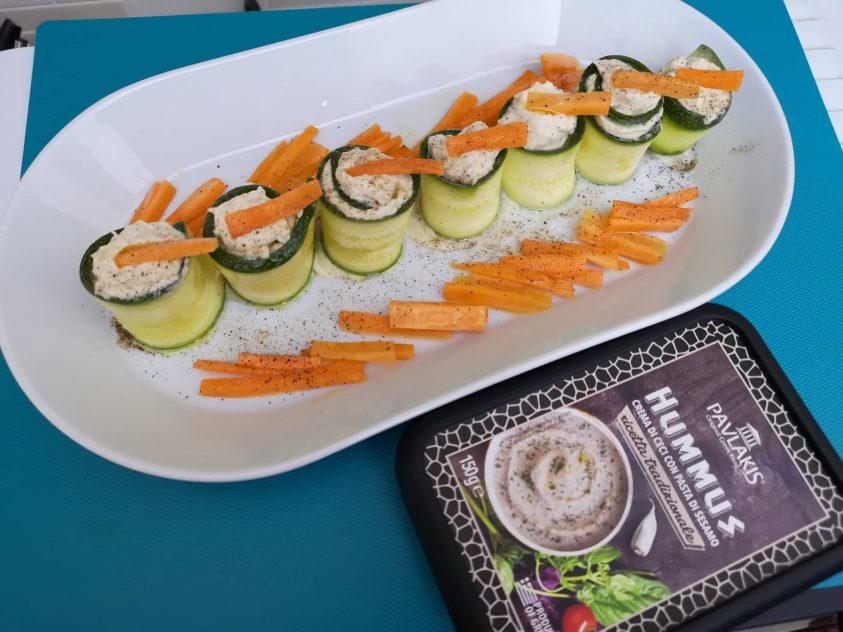 Rotolini di zucchine con Hummus di ceci