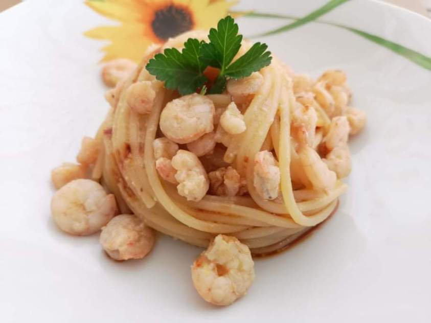 Spaghetti con gamberetti e salsa di soia