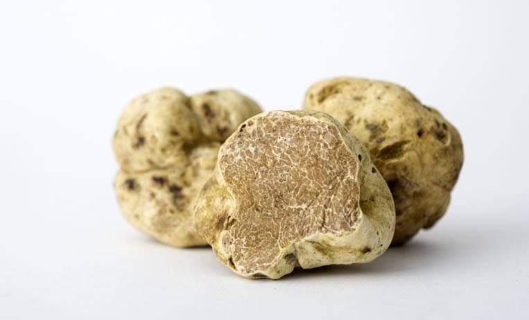 Cipolle ripiene con patate e tartufo bianco