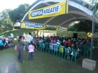 Pengunjung Kompetisi Sempoa Kreatif di Candi Penataran Blitar, September 2013 (1)