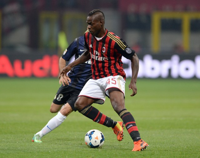 Mario Balotelli battles for possession in the derby against Inter back in 2014. | Image: getty