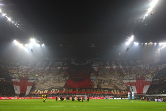 MILAN, ITALY - NOVEMBER 11: The AC Milan fans show their support before the Serie A match between AC Milan and Juventus at Stadio Giuseppe Meazza on November 11, 2018 in Milan, Italy. (Photo by Marco Luzzani/Getty Images)