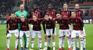 MILAN, ITALY - NOVEMBER 29: AC Milan team line up before the UEFA Europa League Group F match between AC Milan and F91 Dudelange at Stadio Giuseppe Meazza on November 29, 2018 in Milan, Italy. (Photo by Marco Luzzani/Getty Images)