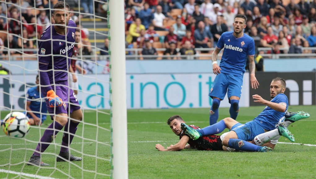 MILAN, ITALY - MAY 20: Patrick Cutrone of AC Milan scores his goal during the Serie A match between AC Milan and ACF Fiorentina at Stadio Giuseppe Meazza on May 20, 2018 in Milan, Italy. (Photo by Emilio Andreoli/Getty Images)
