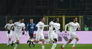 AC Milan's Turkish midfielder Hakan Calhanoglu (R) celebrates with teamnmates after scoring a goal during the Italian Serie A football match between Atalanta Bergamo and AC Milan on February 16, 2019, at the Atleti Azzurri d'Italia Stadium in Bergamo. (Photo by Miguel MEDINA / AFP) (Photo credit should read MIGUEL MEDINA/AFP/Getty Images)