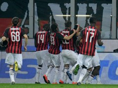 MILAN, ITALY - APRIL 13: Franck Kessie of AC Milan celebrate a opening goal a penalty with his team mates during the Serie A match between AC Milan and SS Lazio at Stadio Giuseppe Meazza on April 13, 2019 in Milan, Italy. (Photo by Marco Rosi/Getty Images)