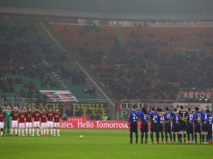 MILAN, ITALY - JANUARY 31: AC Milan and SS Lazio players hold a minute of silence for Azeglio Vicini prior the the TIM Cup match between AC Milan and SS Lazio at Stadio Giuseppe Meazza on January 31, 2018 in Milan, Italy. (Photo by Marco Luzzani/Getty Images)