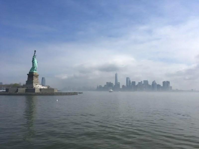 Statua della Libertà e skyline di New York