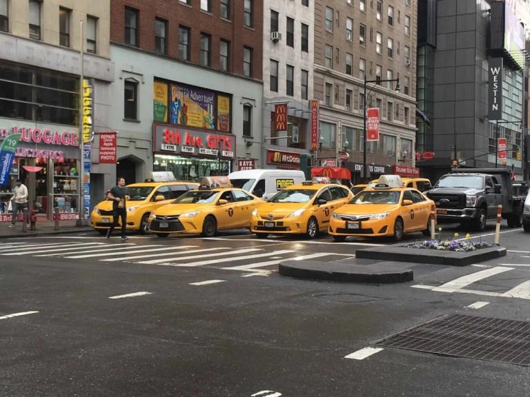 Taxi gialli a New York in Manhattan