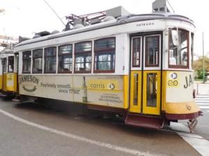 Tram storico 28 a Lisbona