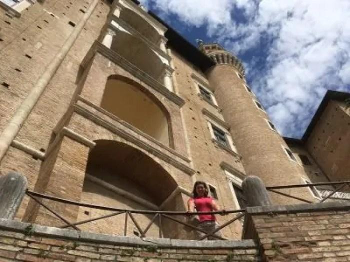 Fuori dalle mura del Palazzo Ducale di Urbino