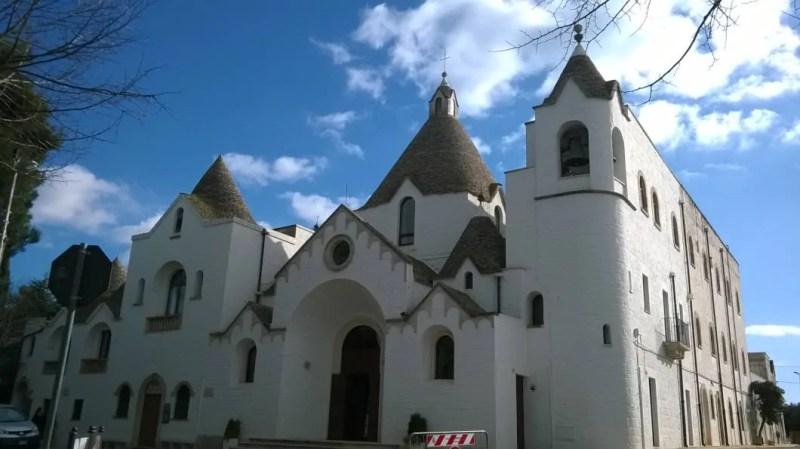 chiesa a trullo di alberobello esterno