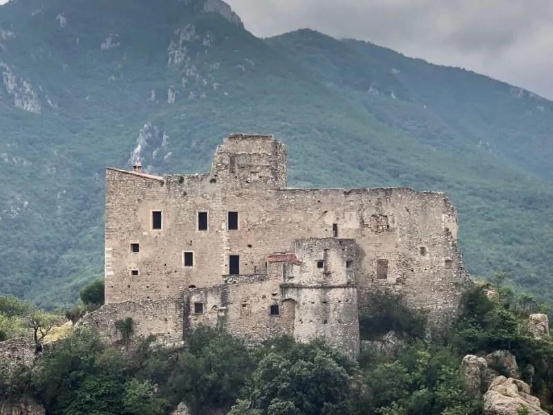 Il Castello di Castelvecchio di Rocca Barbena