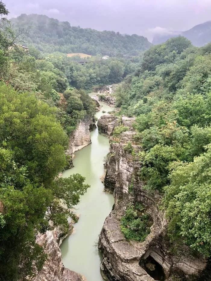 Marmitte dei giganti canyon a Fossombrone nelle Marche