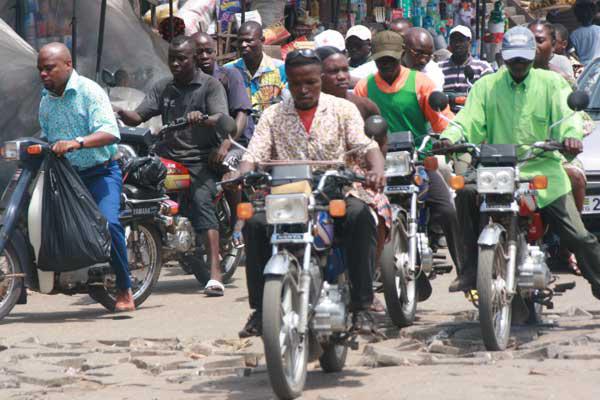 """Résultat de recherche d'images pour """"moto-taxi à Lomé"""""""
