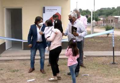 El Senador Sanguino acompañó a familias de El Jardín que recibieron sus viviendas