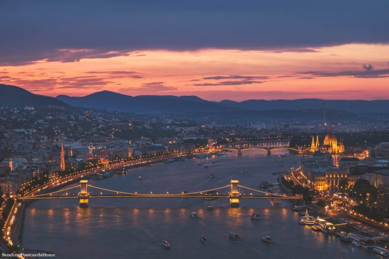 weekend getaway guide to Budapest - Budapest at night