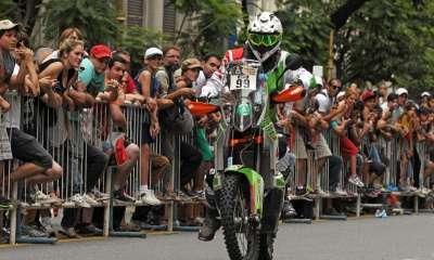 Le motard Kevin Benavides remporte le Dakar 2021, endeuillé par la mort du pilote français Pierre Cherpin