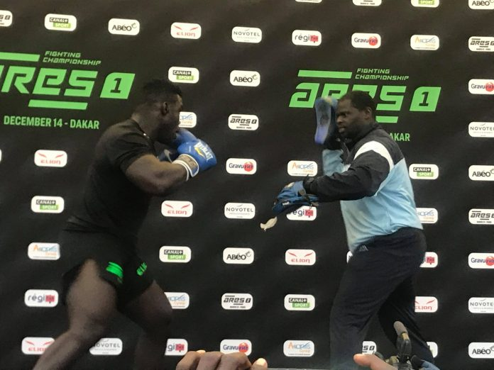 78051298 598977494209243 230700019366232064 n scaled - MMA : Reug Reug et son adversaire Sofiane, présentés au public (13 Photos)