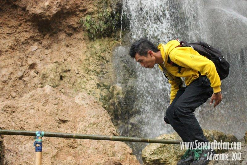 Pose dulu di Air Terjun Sri Gethuk
