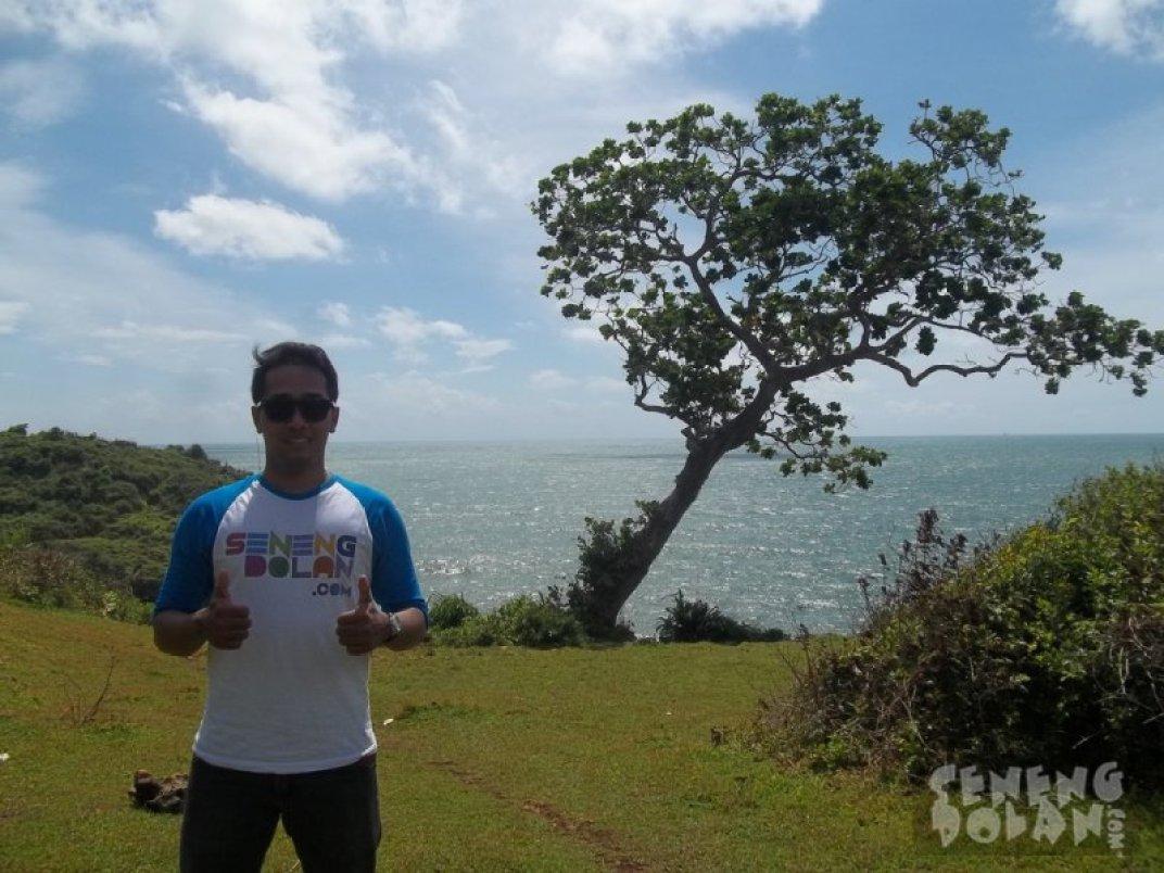 Pohon Abadi Pantai Kesirat Gunungkidul by Tirta Wahyu