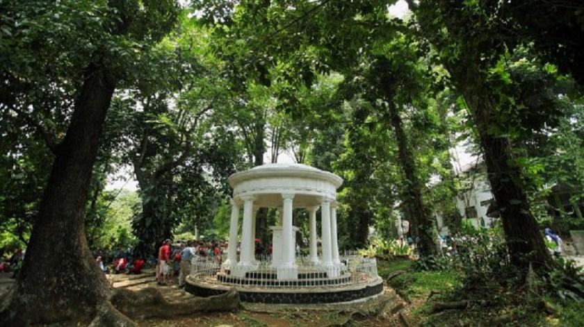 Monumen Lady Raffles - Kebun Raya Bogor