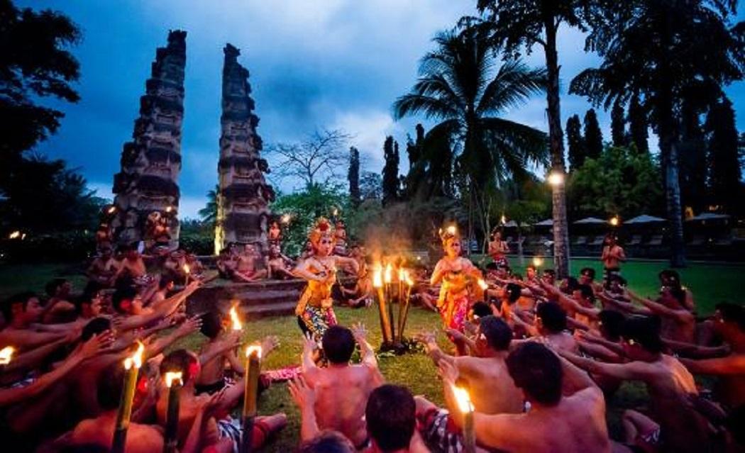 Tari Kecak Puri Dalem - Bali