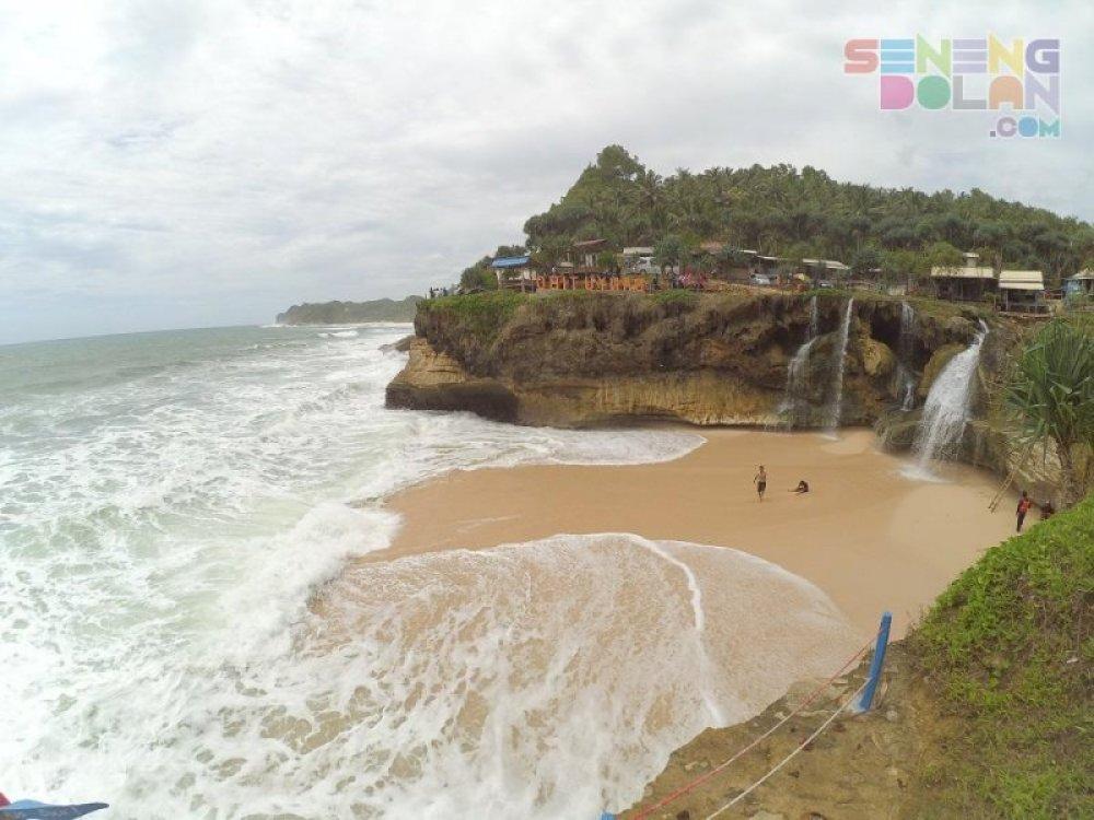 Pantai Banyu Tibo Jawa Timur