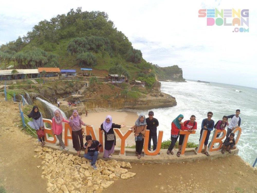 Pantai Banyu Tibo Pacitan Jawa Timur
