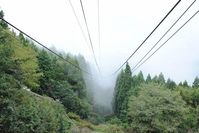 雨上がりで比叡山が煙ってました