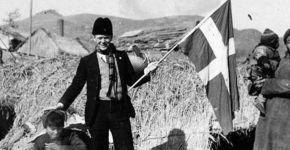 ベルンハルト・アルプ・シンドバーグ氏はデンマークの旗を掲げることで、日本の侵攻から南京の中国人を守った(BBC日本版より)