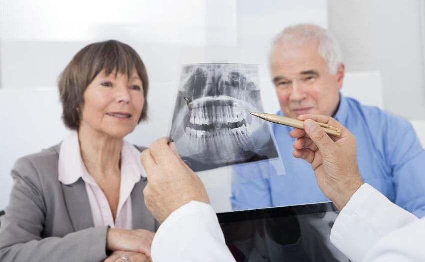 Zahnimplantate - Keine Frage des Alters
