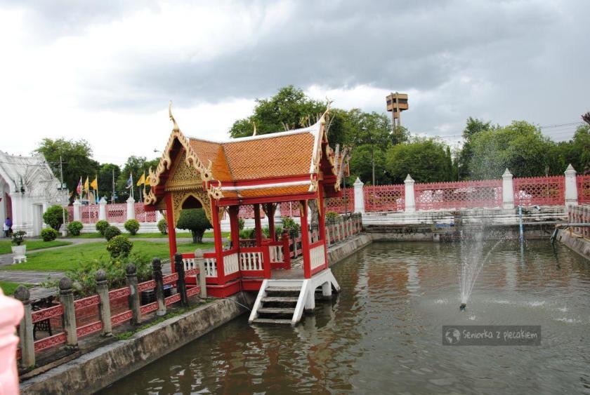 Ogród otaczający Marmurową Świątynię w Bangkoku