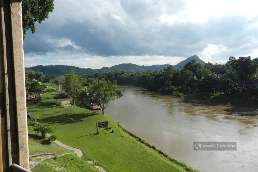 Widok z pociągu na rzekę Kwai