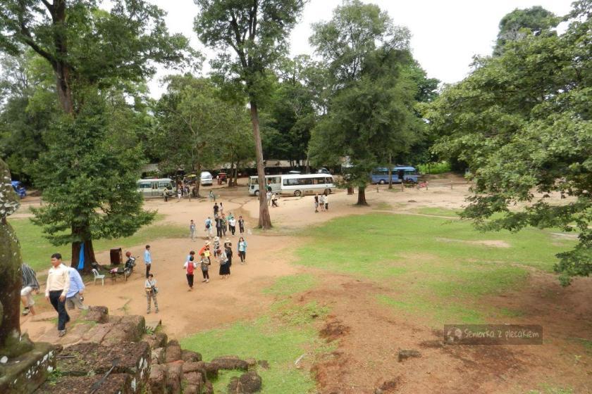 jeden z parkingów w kompleksie Angkor