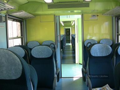 Wnętrze pociągu regionalnego we Włoszech